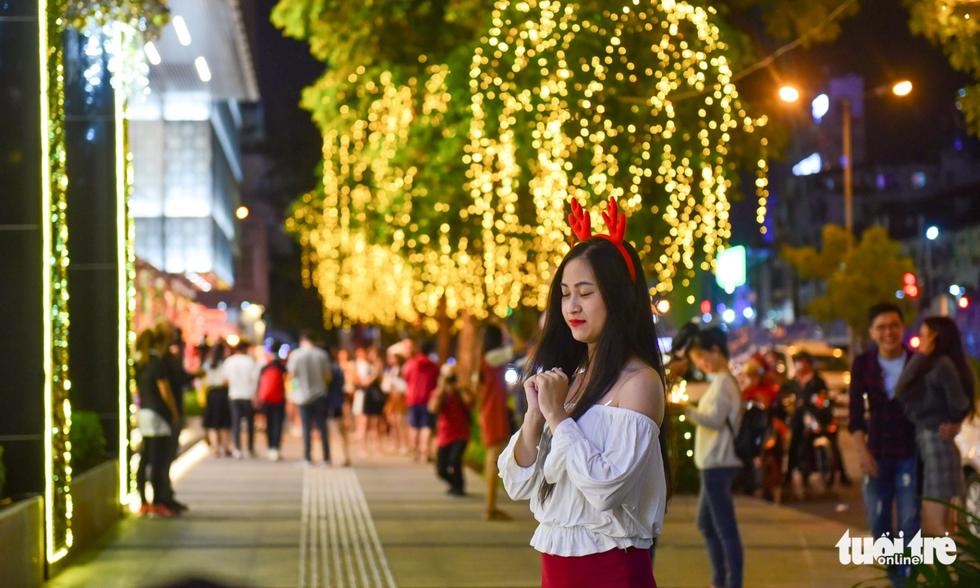 Không khí Giáng sinh Sài Gòn rộn ràng trong tiết trời se lạnh - Ảnh 15.
