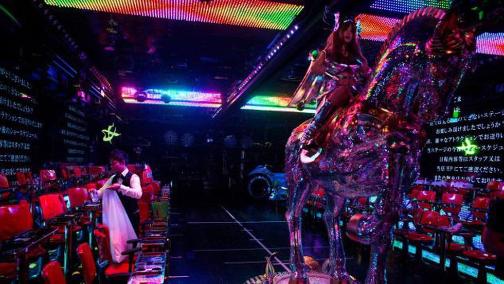 Nhà hàng robot nóng bỏng ở Tokyo - Ảnh 6.
