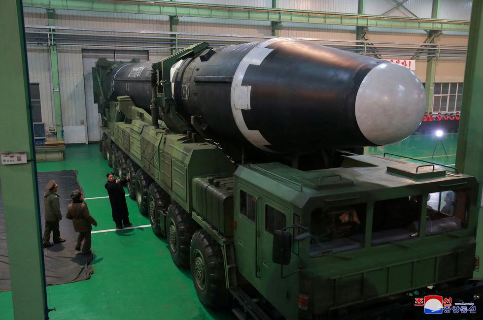 Tên lửa Hwasong-15 của Triều Tiên đáng gờm cỡ nào? - Ảnh 1.