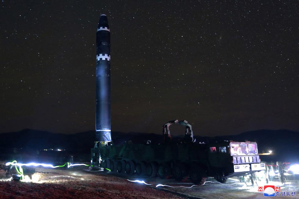 Tên lửa Hwasong-15 của Triều Tiên đáng gờm cỡ nào? - Ảnh 2.