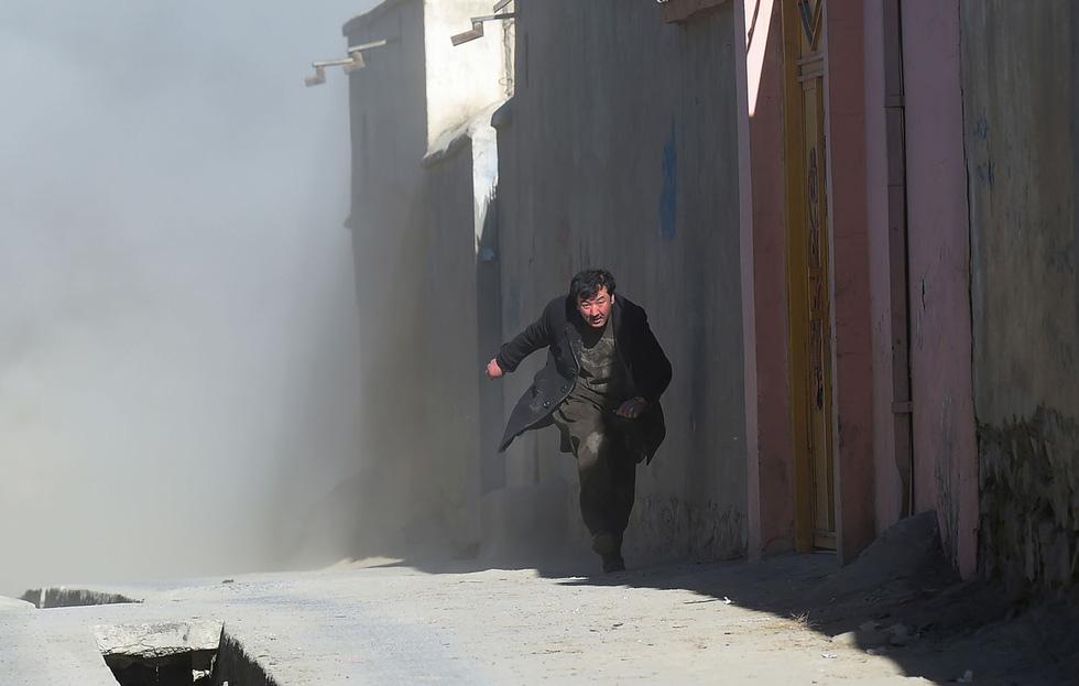 Thế giới trong tuần qua ảnh: tuyết rơi kỷ lục ở Mỹ, nổ ở Afghanistan - Ảnh 5.