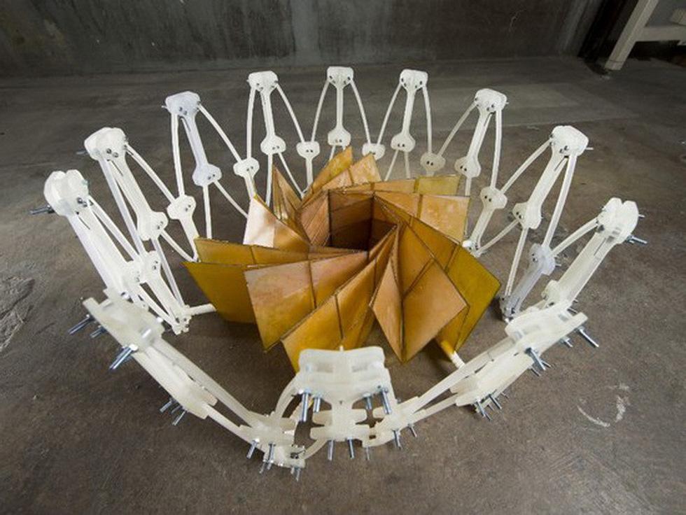 mẫu thử nghiệm xếp tấm thu năng lượng mặt trời lấy ý tưởng từ origami (nasa)
