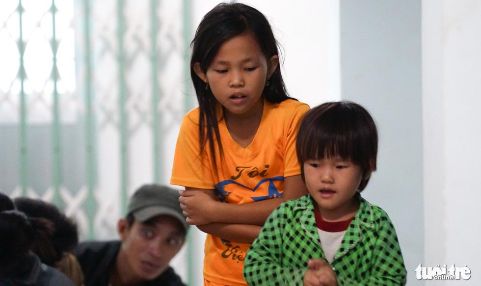 2.000 trẻ đất mũi Cà Mau trú bão trong đêm lạnh - Ảnh 6.