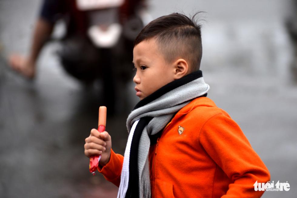 Nhiều trường ở Sài Gòn cho học sinh nghỉ sớm tránh bão Tembin - Ảnh 14.