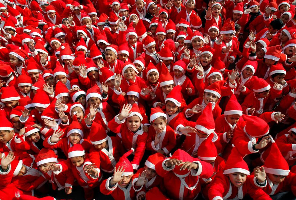 Giáng sinh rộn ràng khắp thế giới - Ảnh 1.