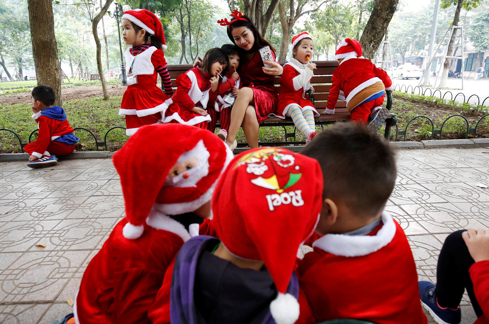 Thế giới rực rỡ đón Noel - Ảnh 3.