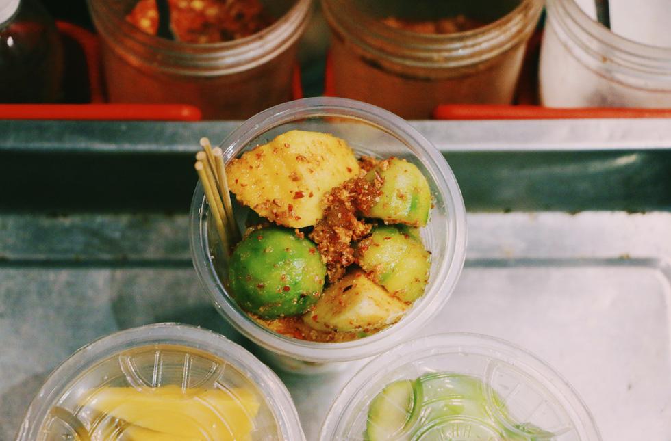 Đến phố đi bộ Nguyễn Huệ mà không thử những món này thì thật tiếc - Ảnh 2.