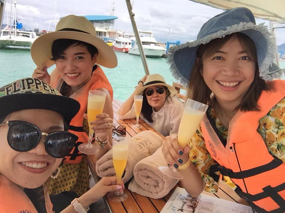 Bay đến Phuket nhảy múa ở vũ trường nổi giữa biển - Ảnh 2.