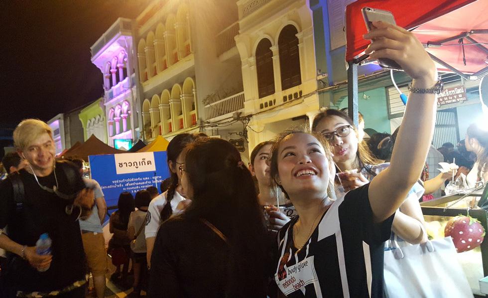 Lạc vào phố cổ Phuket - Ảnh 1.
