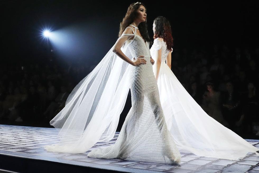 Minh Tú và dàn người mẫu hóa nữ thần show Chung Thanh Phong - Ảnh 7.