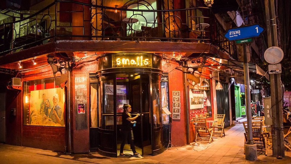 9 quán bar ở Bangkok đẹp ngất ngây - Ảnh 1.