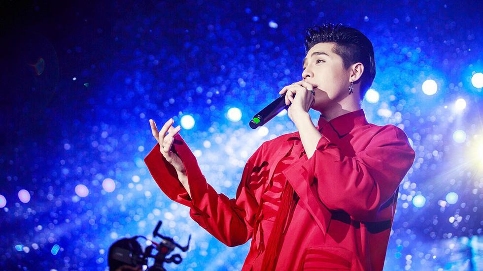 Noo Phước Thịnh tự làm MC, hát live trước 20.000 khán giả - Ảnh 6.