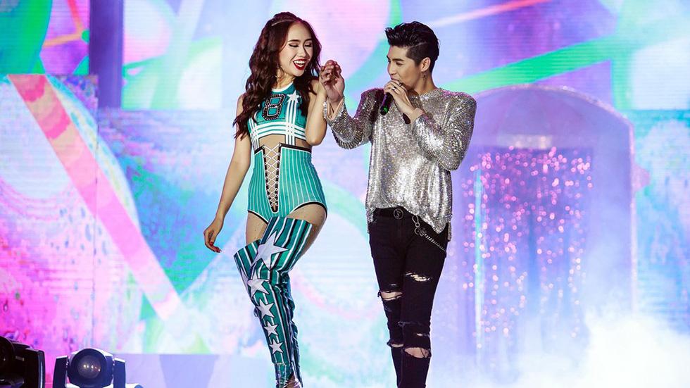 Noo Phước Thịnh tự làm MC, hát live trước 20.000 khán giả - Ảnh 8.
