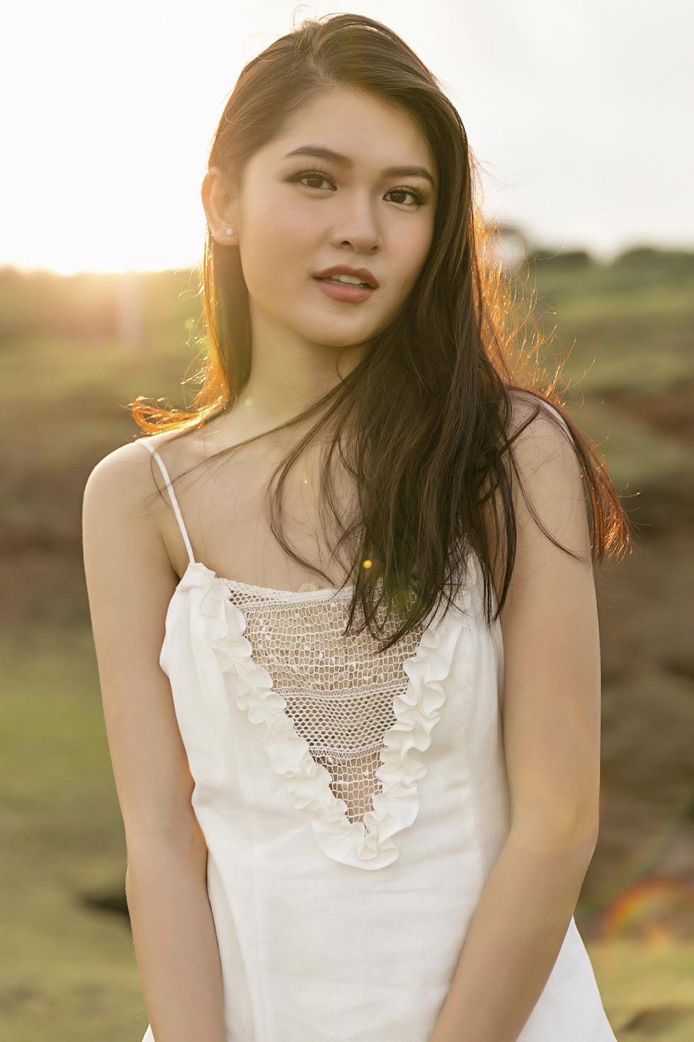 Á hậu Thùy Dung: 2018 có thể còn tràn lan hoa hậu - Ảnh 11.