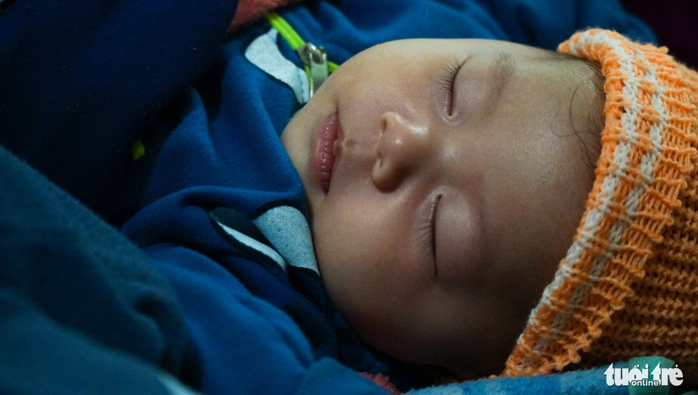 2.000 trẻ đất mũi Cà Mau trú bão trong đêm lạnh - Ảnh 12.