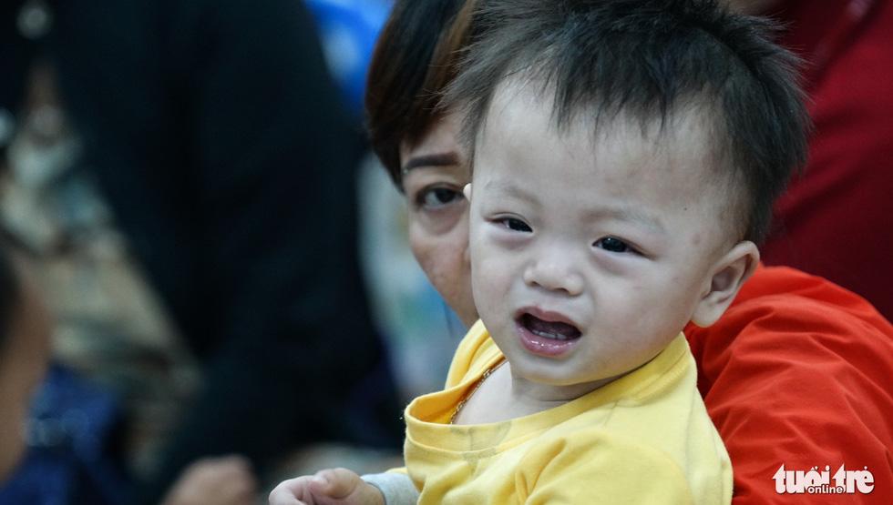 2.000 trẻ đất mũi Cà Mau trú bão trong đêm lạnh - Ảnh 11.