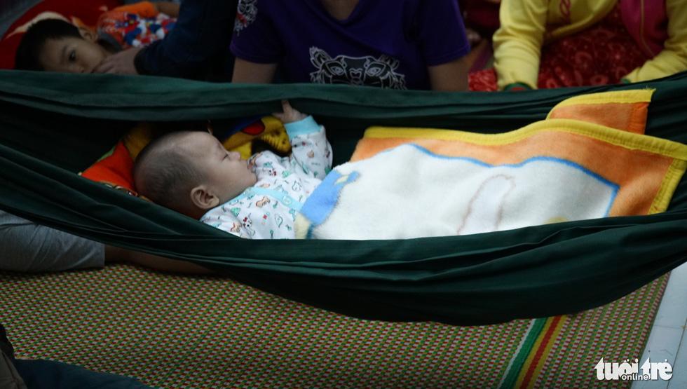 2.000 trẻ đất mũi Cà Mau trú bão trong đêm lạnh - Ảnh 7.