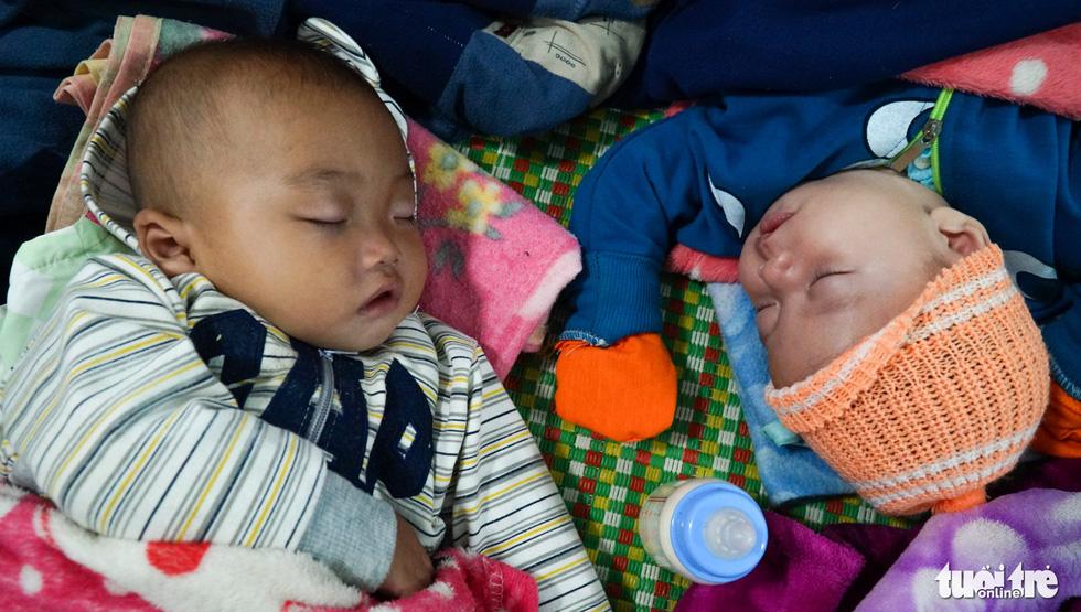 2.000 trẻ đất mũi Cà Mau trú bão trong đêm lạnh - Ảnh 2.