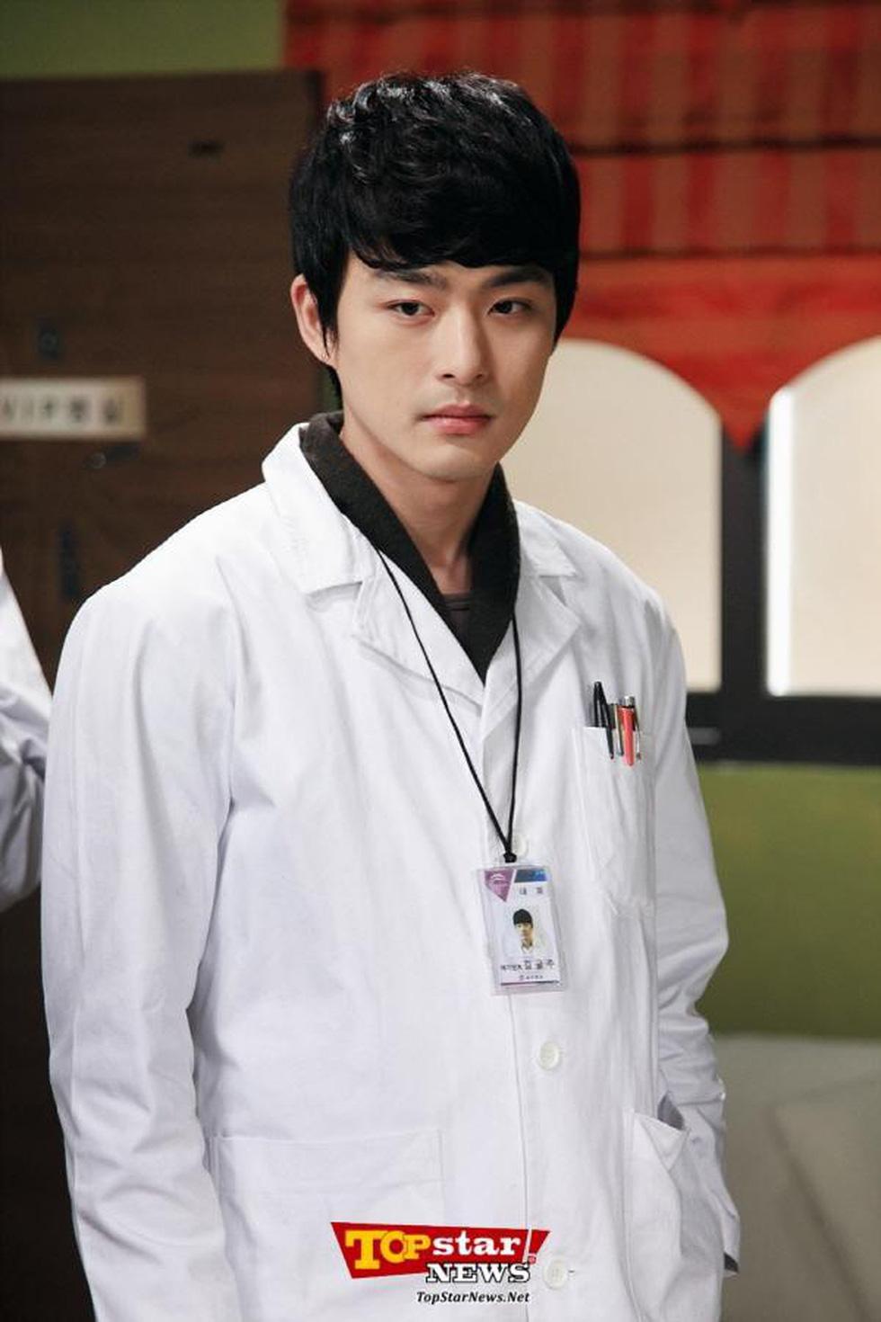 Em trai Ha Ji Won qua đời ở tuổi 34 vì trầm cảm - Ảnh 4.