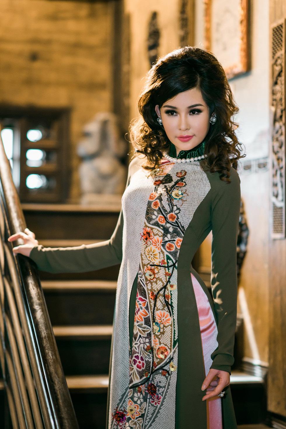 Lê Âu Ngân Anh làm người mẫu áo dài mới của Võ Việt Chung - Ảnh 4.