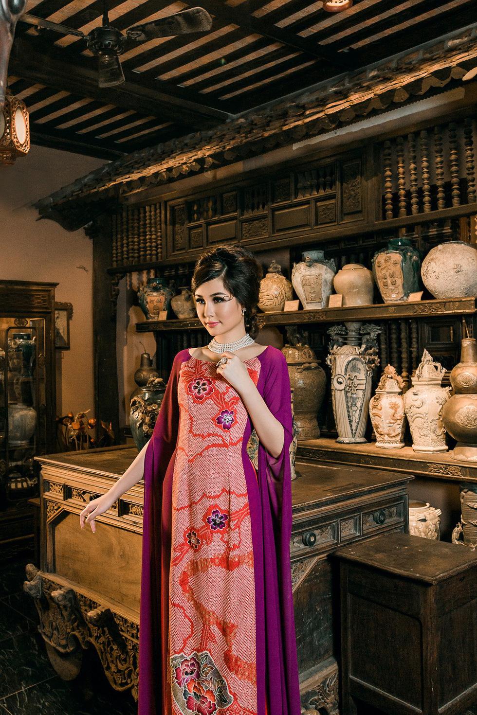 Lê Âu Ngân Anh làm người mẫu áo dài mới của Võ Việt Chung - Ảnh 5.