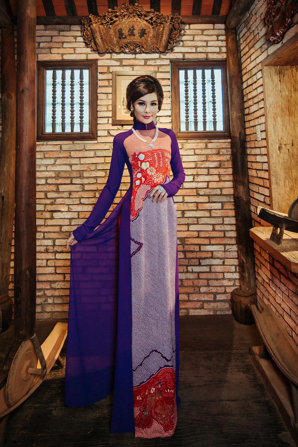 Lê Âu Ngân Anh làm người mẫu áo dài mới của Võ Việt Chung - Ảnh 6.