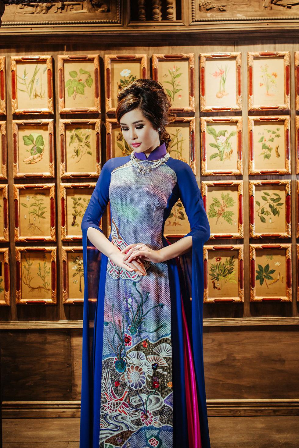 Lê Âu Ngân Anh làm người mẫu áo dài mới của Võ Việt Chung - Ảnh 7.
