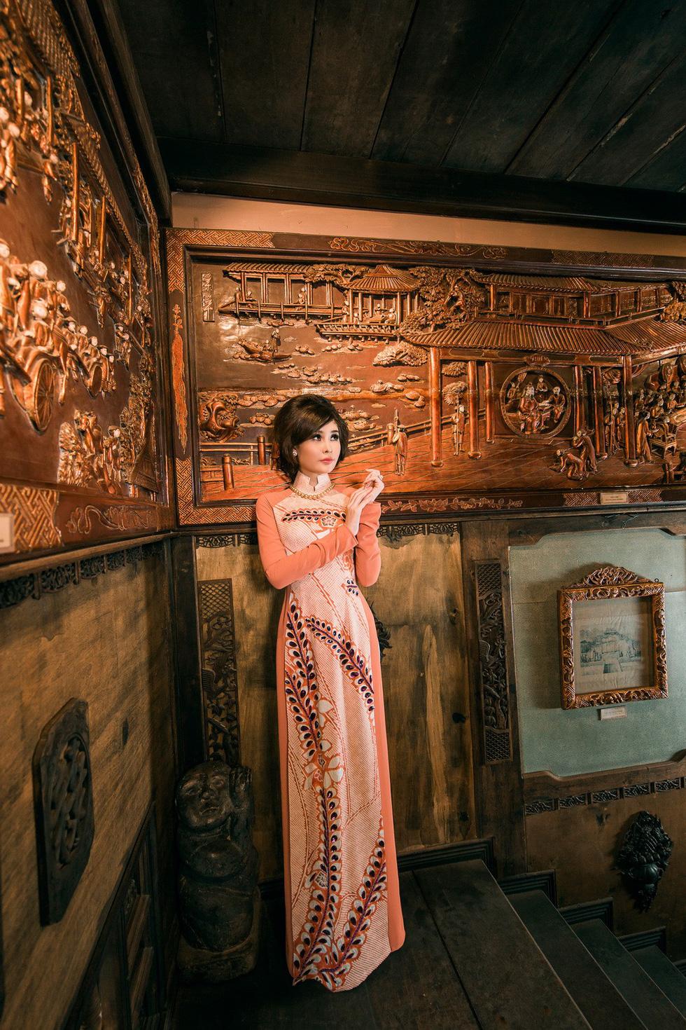 Lê Âu Ngân Anh làm người mẫu áo dài mới của Võ Việt Chung - Ảnh 8.