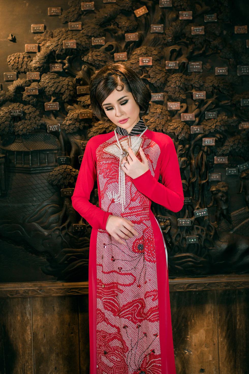 Lê Âu Ngân Anh làm người mẫu áo dài mới của Võ Việt Chung - Ảnh 10.