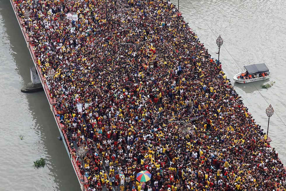 Chen lấn kinh hoàng tại lễ hội Black Nazarene ở Philippines - Ảnh 1.