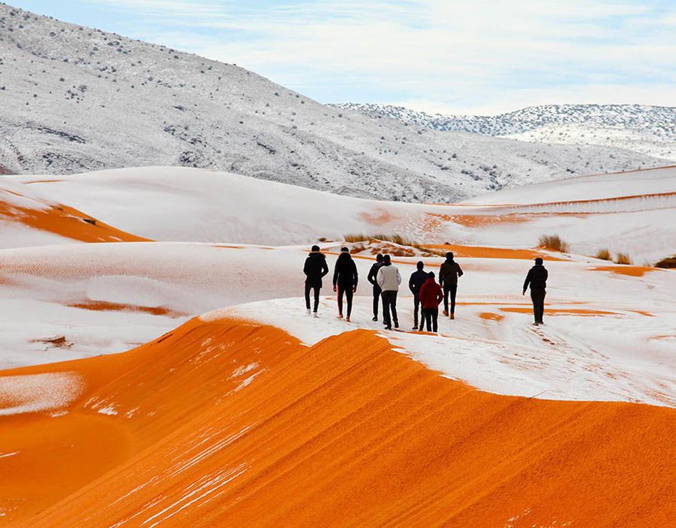 Chuyện khó tin: tuyết rơi phủ trắng sa mạc Sahara - Ảnh 1.