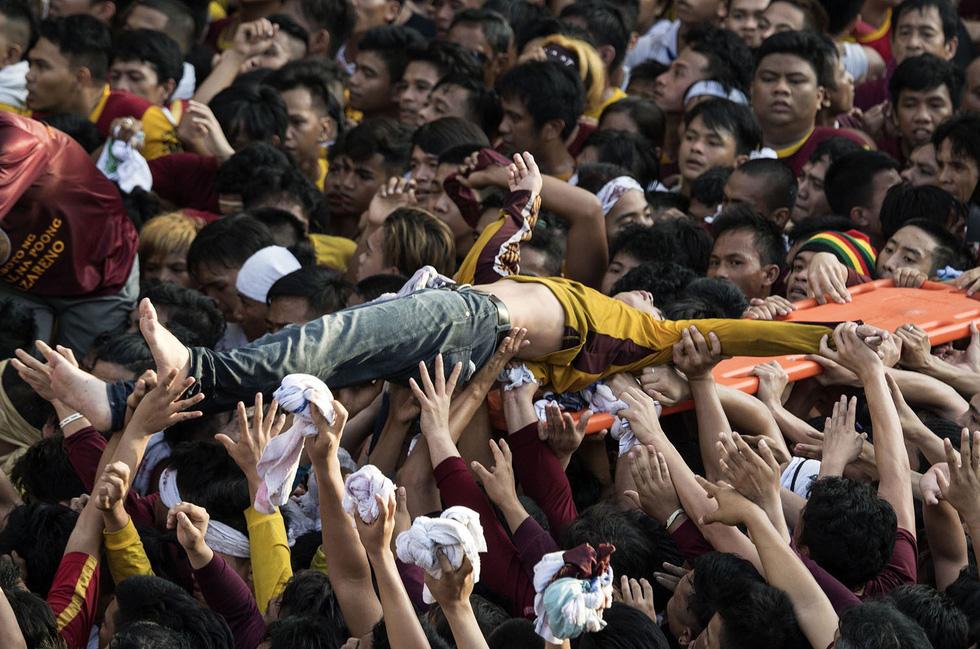 Chen lấn kinh hoàng tại lễ hội Black Nazarene ở Philippines - Ảnh 10.