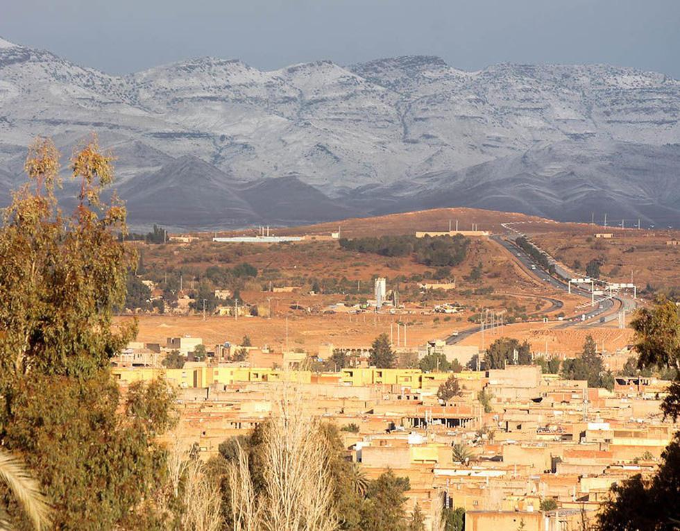 Chuyện khó tin: tuyết rơi phủ trắng sa mạc Sahara - Ảnh 10.