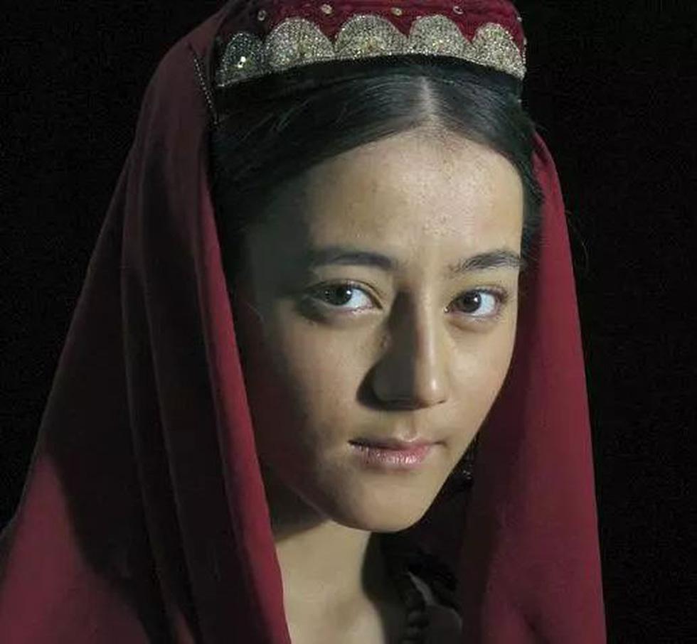 Ai phát hiện 1 trong những gương mặt đẹp nhất thế giới Địch Lệ Nhiệt Ba - Ảnh 7.