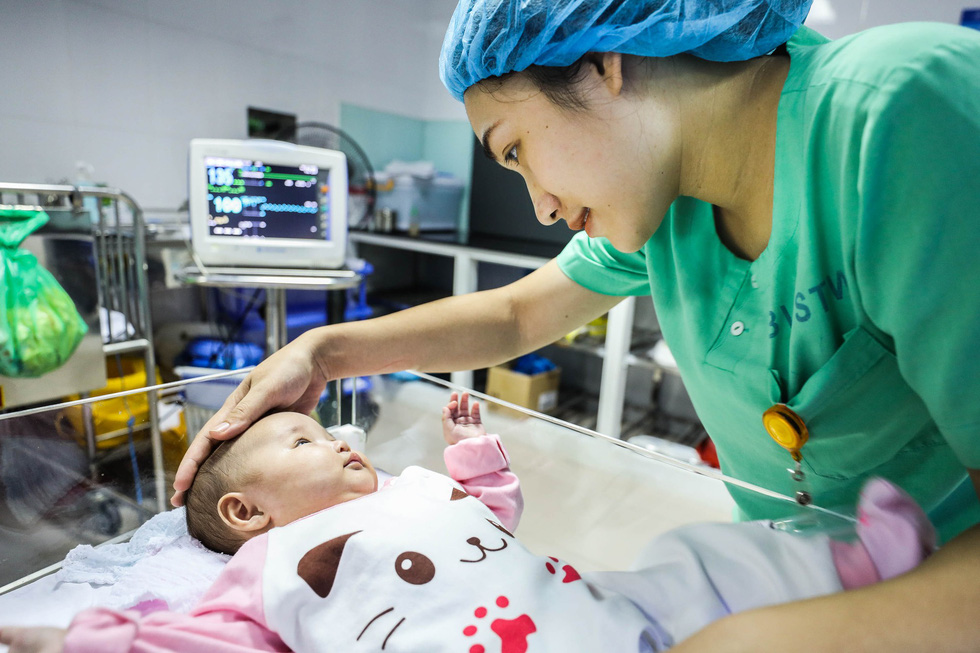 Tận tụy những người mẹ chăm trẻ sinh non - Ảnh 2.