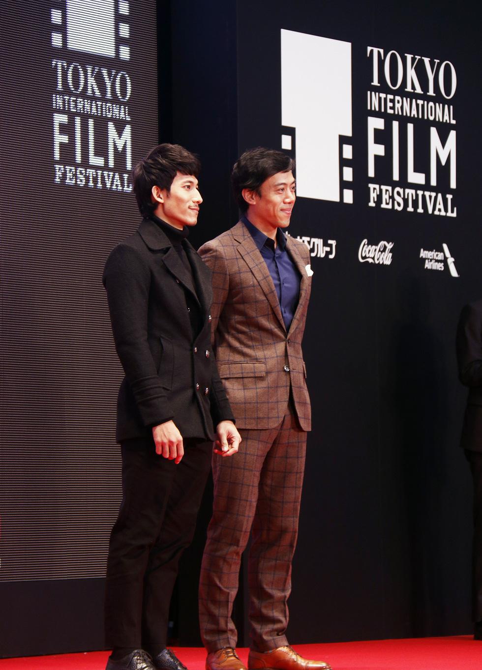 Hồng Ánh, Liên Bỉnh Phát lên thảm đỏ Liên hoan phim Tokyo - Ảnh 4.