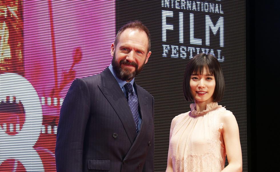 Hồng Ánh, Liên Bỉnh Phát lên thảm đỏ Liên hoan phim Tokyo - Ảnh 6.
