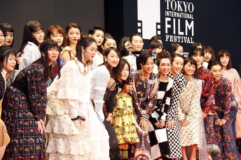 Hồng Ánh, Liên Bỉnh Phát lên thảm đỏ Liên hoan phim Tokyo - Ảnh 9.
