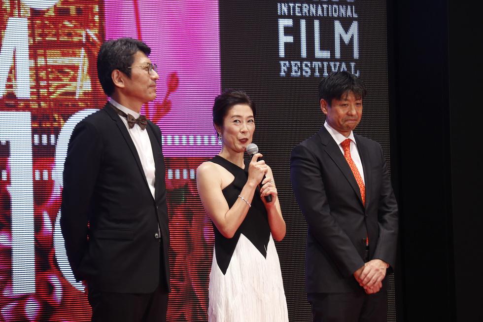 Hồng Ánh, Liên Bỉnh Phát lên thảm đỏ Liên hoan phim Tokyo - Ảnh 10.