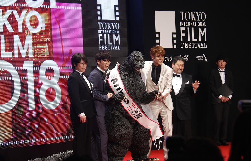 Hồng Ánh, Liên Bỉnh Phát lên thảm đỏ Liên hoan phim Tokyo - Ảnh 5.