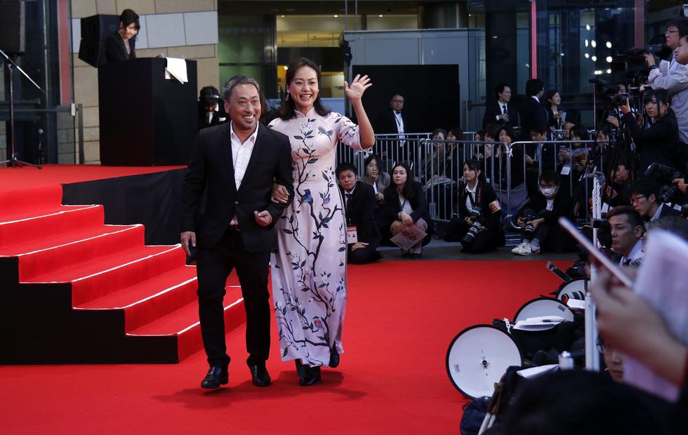 Hồng Ánh, Liên Bỉnh Phát lên thảm đỏ Liên hoan phim Tokyo - Ảnh 3.