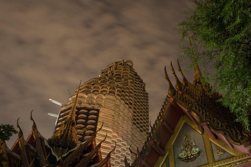 Sathorn Unique Tower - Tòa tháp 'ma' bị lãng quên ở Bangkok - Ảnh 2.