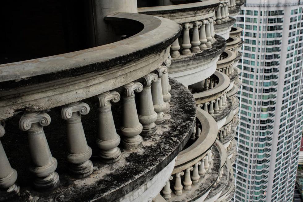 Sathorn Unique Tower - Tòa tháp 'ma' bị lãng quên ở Bangkok - Ảnh 3.