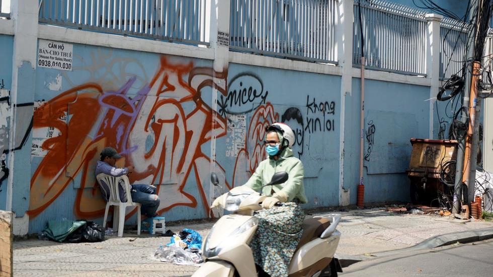 Tranh tường, graffiti và... bôi bẩn đường phố - Ảnh 14.