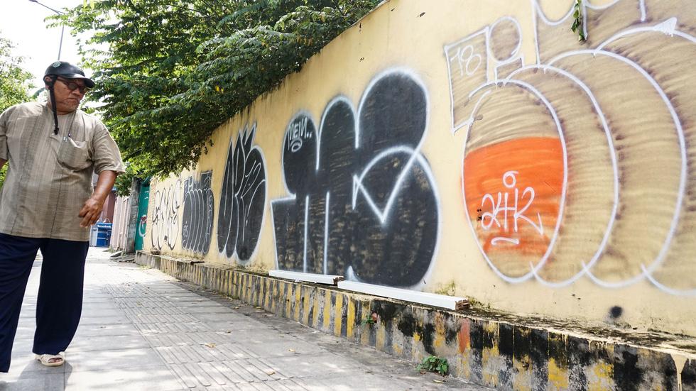 Tranh tường, graffiti và... bôi bẩn đường phố - Ảnh 12.