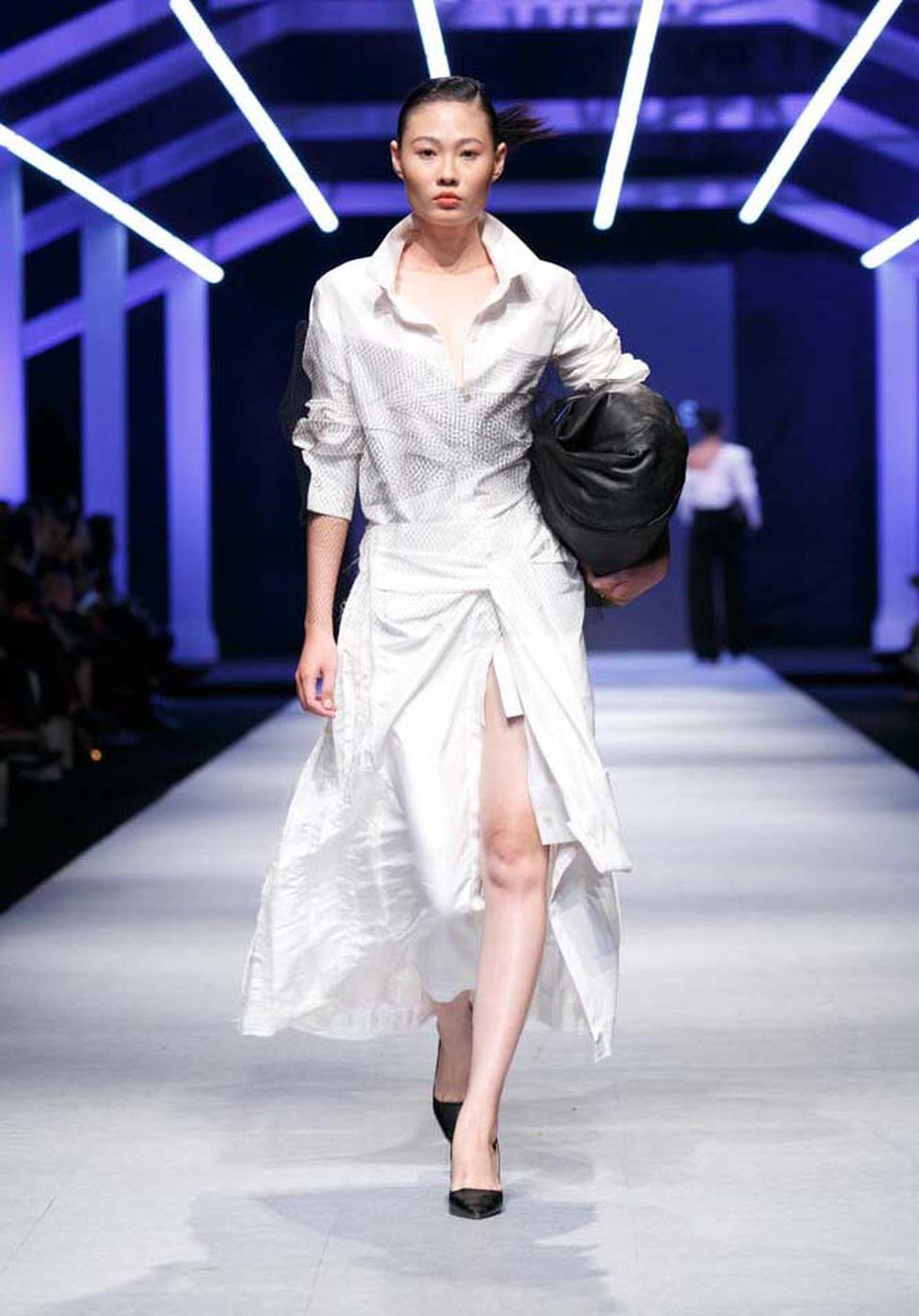 Lan Khuê, Lệ Nam mở màn Tuần lễ thời trang quốc tế Việt Nam - Ảnh 4.