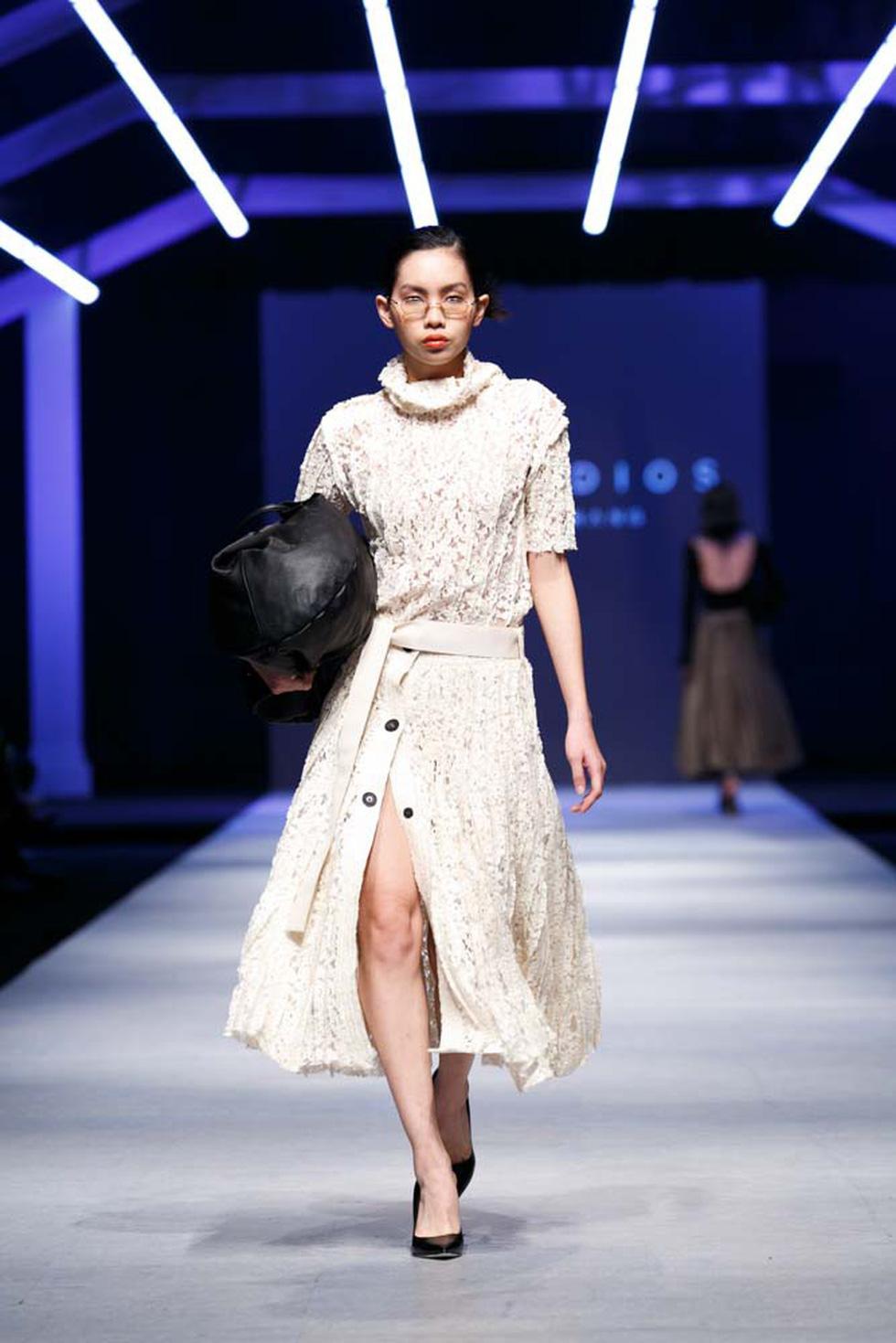 Lan Khuê, Lệ Nam mở màn Tuần lễ thời trang quốc tế Việt Nam - Ảnh 12.