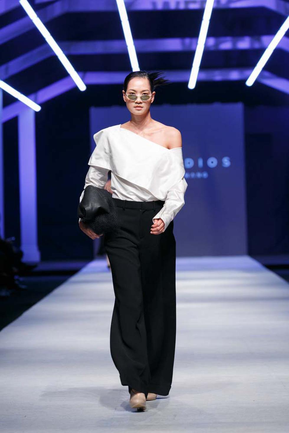 Lan Khuê, Lệ Nam mở màn Tuần lễ thời trang quốc tế Việt Nam - Ảnh 21.