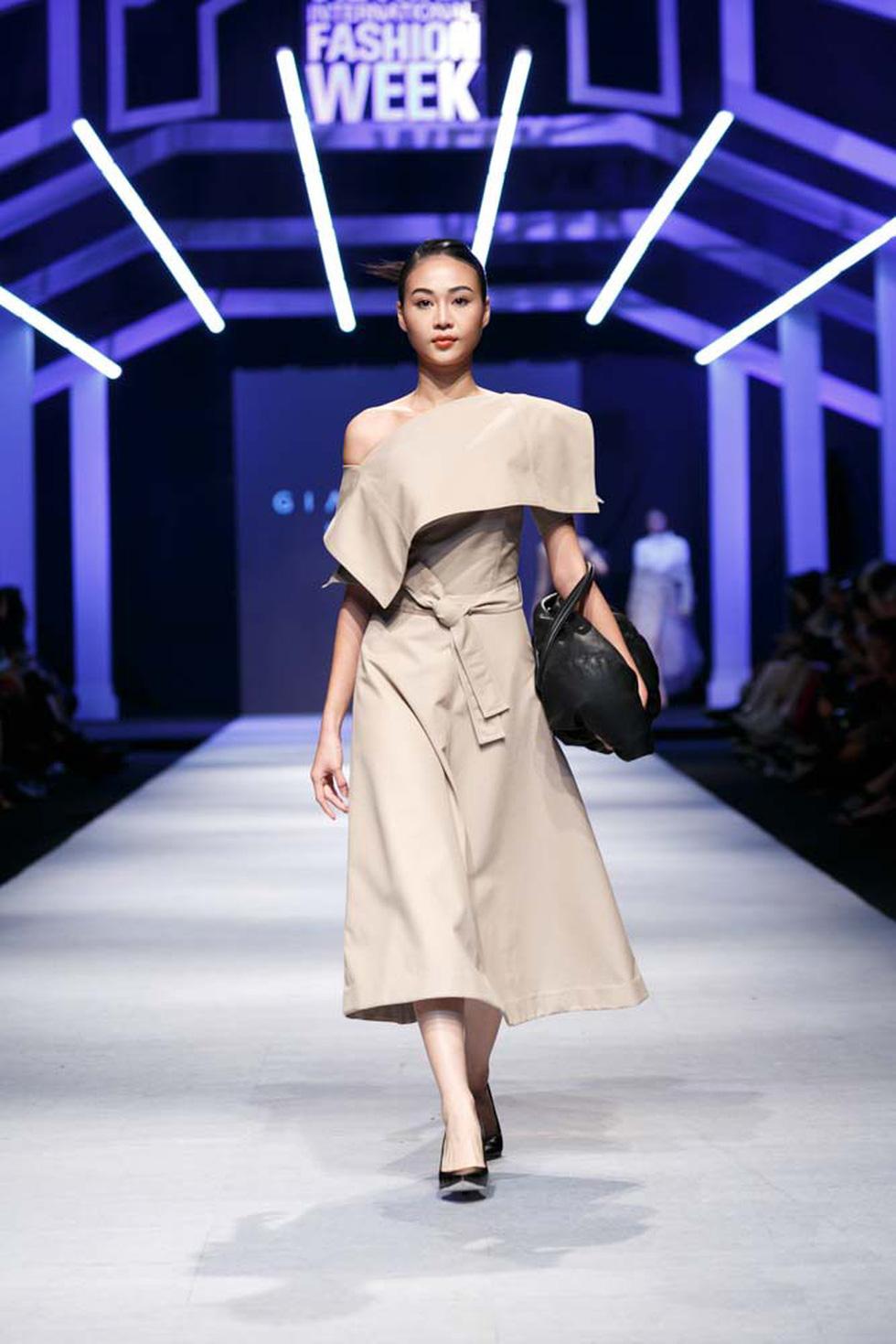 Lan Khuê, Lệ Nam mở màn Tuần lễ thời trang quốc tế Việt Nam - Ảnh 9.