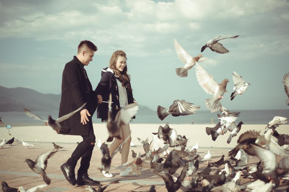 Giới trẻ ùn ùn kéo đến Đà Nẵng chụp ảnh cưới cuối tuần - Ảnh 16.